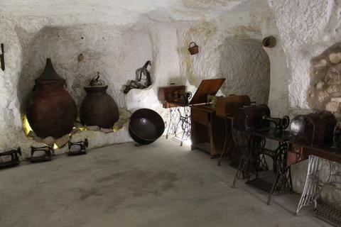 Alcala de Jucar Ausstellung in der Cuerva de Diabolo