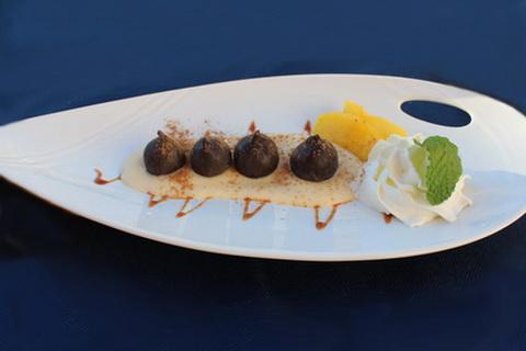 Dessert mit frischen Feigen in Schokolade, Spanische Küche