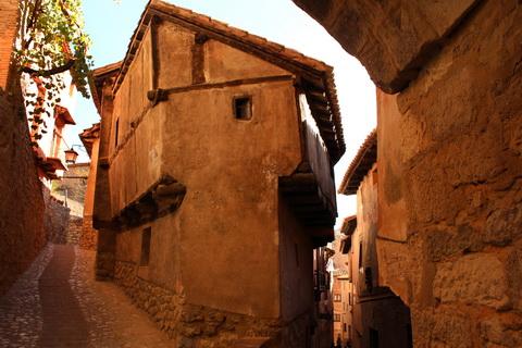 Enge Gassen in der Altstadt von Albarracín 480x320