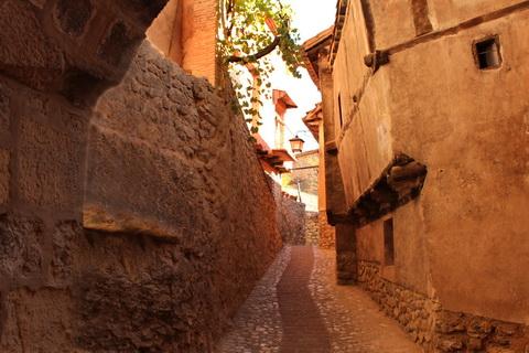 Gasse in der Altstadt Albarracín 480x320