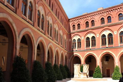 Innenhof von Castillo de Belmonte 480x320