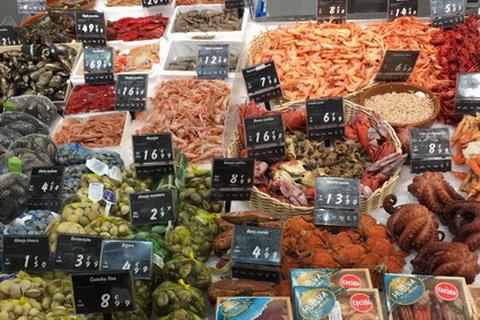 Marktstand mit Meeresfrüchten, Spanische Küche