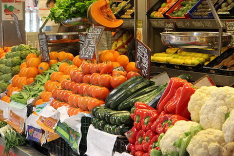 Reiche Auswahl am Marktstand, Spanische Küche