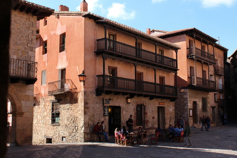 Straßencafe am Plaza Mayor Albarracín 480x320