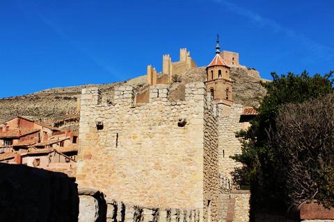 Teil der Stadtmauer Albarracín 480x320