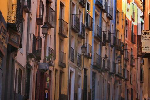 Farbenfrohe Häuser an der Zufahrt zur Altstadt, Cuenca 480x320