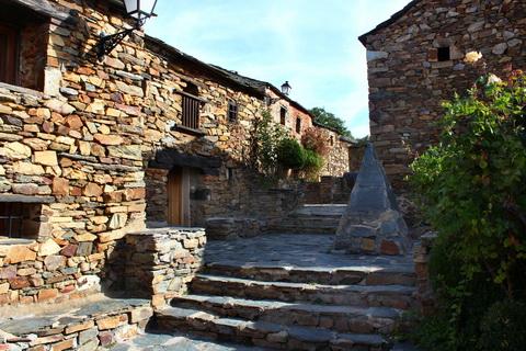Dorfgasse in Umbralejo die schwarzen Dörfer 480x320