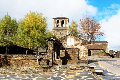 Dorfplatz von Campillo de Ranas die schwarzen Dörfer 480x320