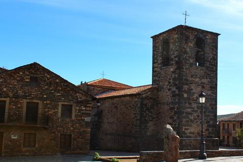 Kirche am Plaza Mayor in Valverde de los Arroyos die schwarzen Dörfer 480x320