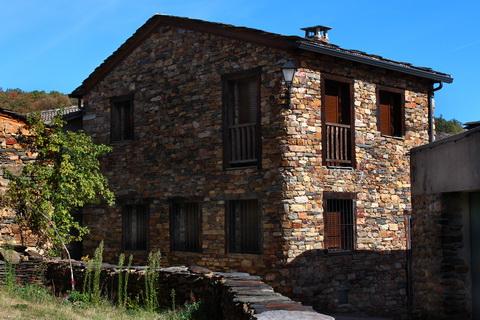 Wohnhaus in Valverde de los Arroyos die schwarzen Dörfer 480x320
